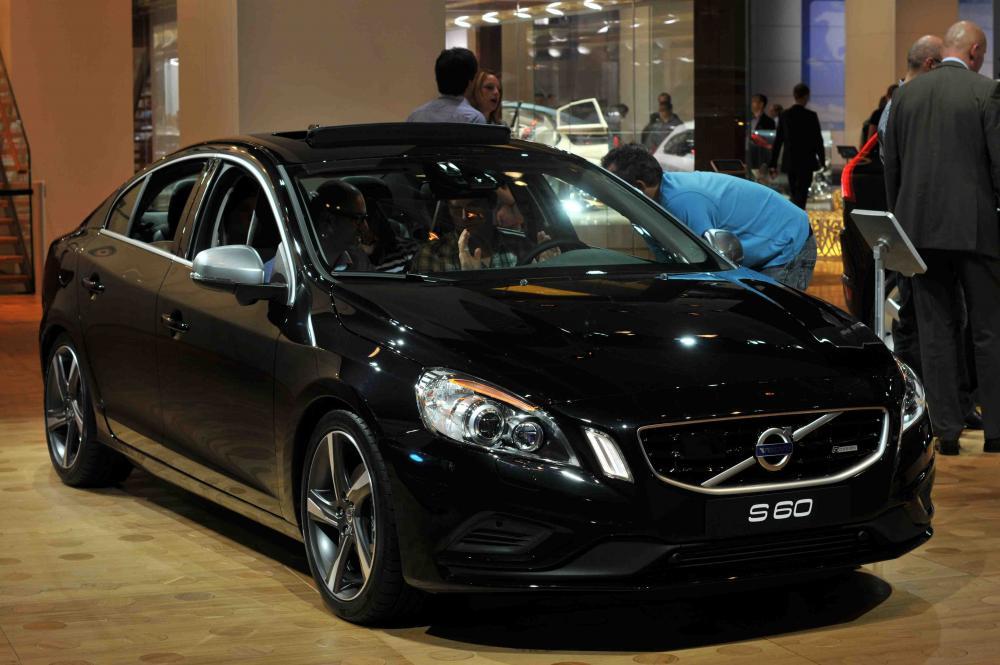 Volvo_S60_(2nd_generation)_-_2011-09-04_in_IAA_by_RalfR.jpg
