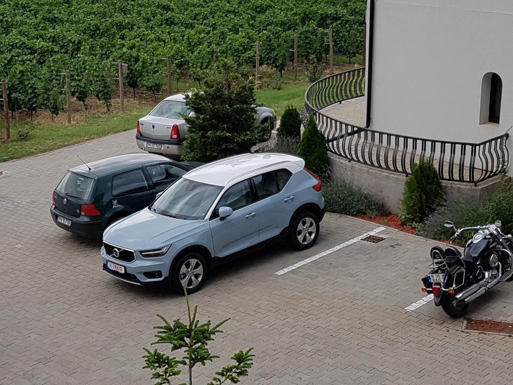 Volvo XC40 T5 AWD.jpg